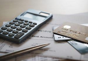 betale ned gjeld eller spare